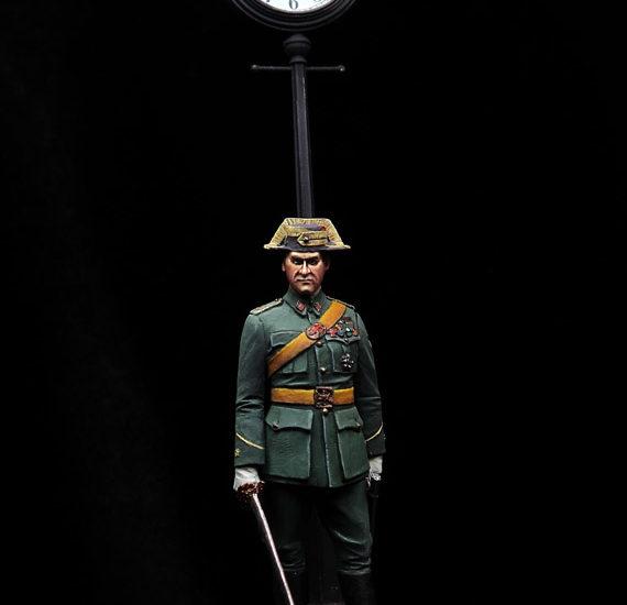 Comandante de la Guardia Civil en uniforme de gala 1945